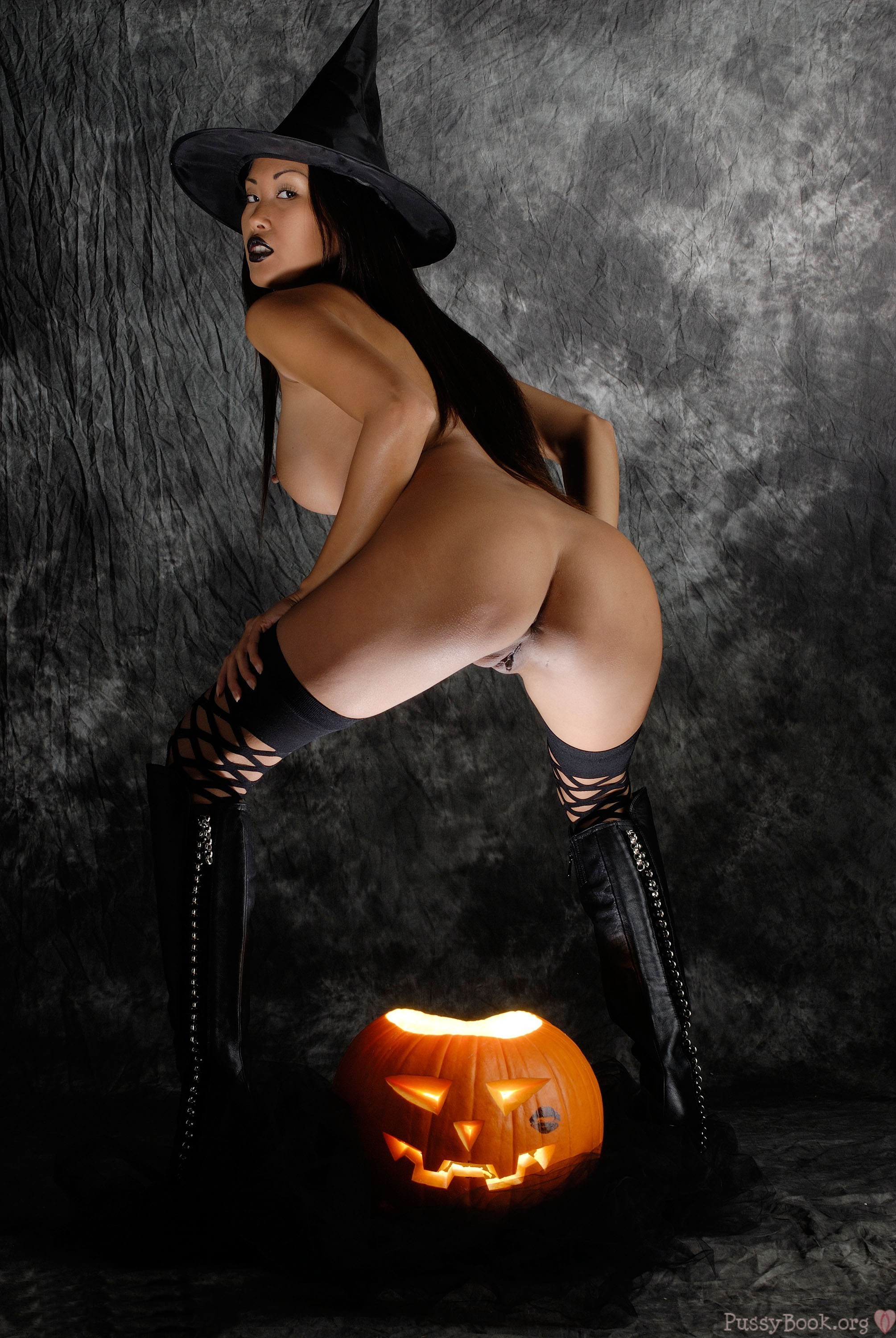 sexy-chick-halloween-naked