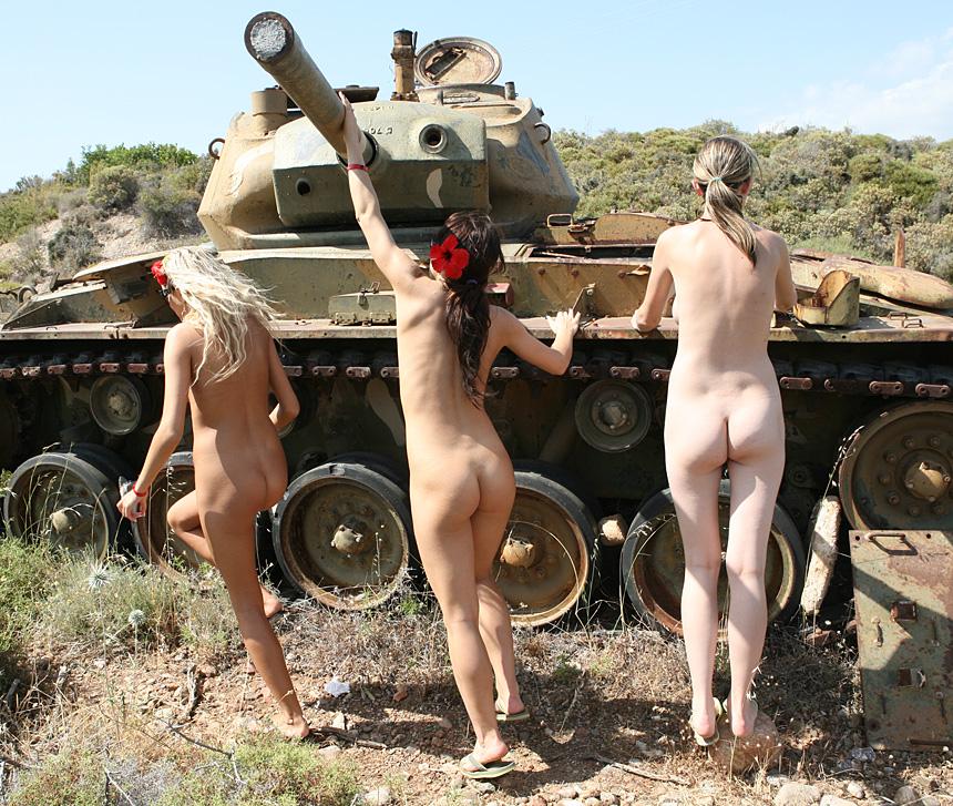 и фильм раздевают девушек военными это совсем
