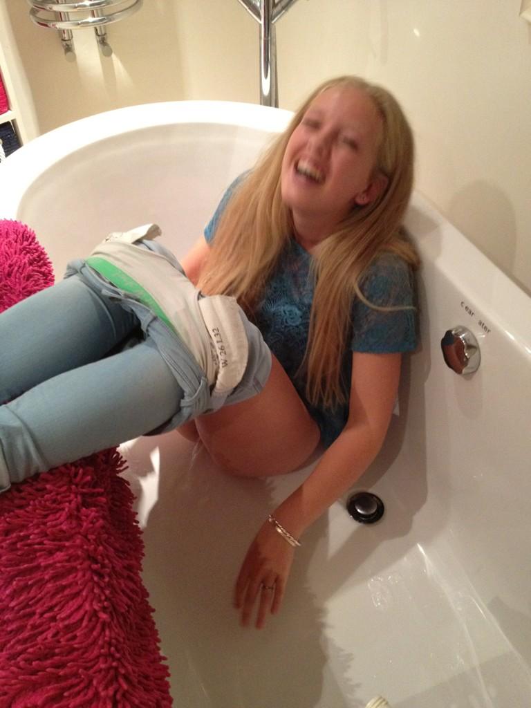 Teen Girls Peeing