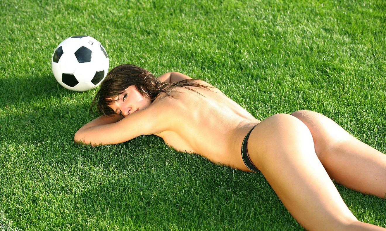 фото секса грудастой красивой футболистки выскочил машины, схватил