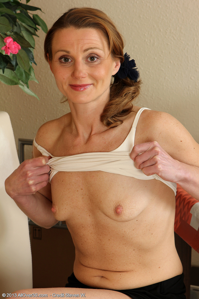 Small breast mommy nude, sexy girl abs