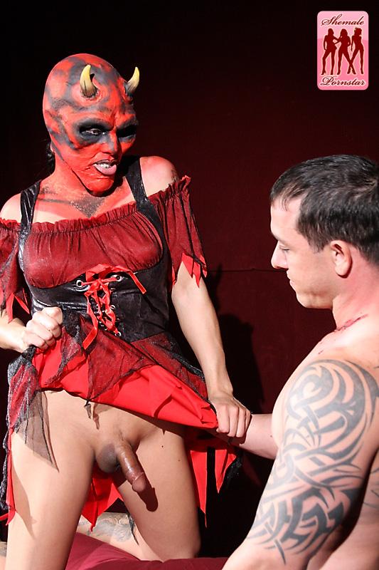 halloween-shemale-sex-full-frontal-office-girl-lesbi