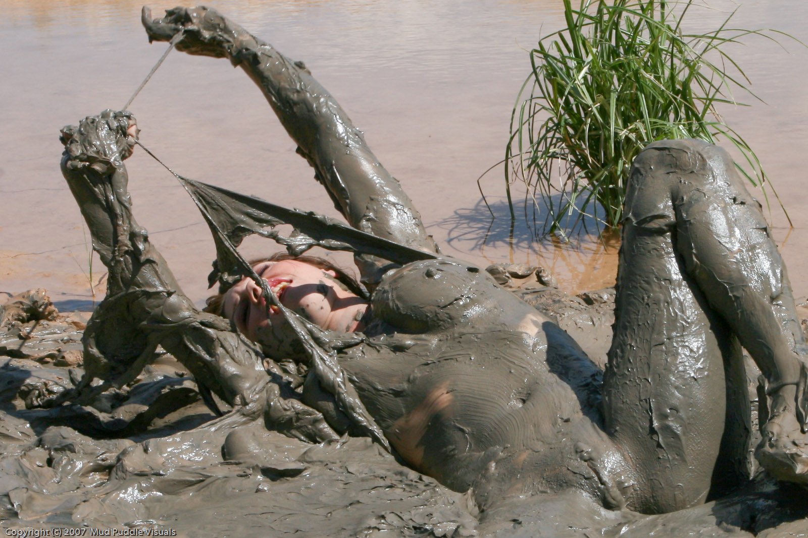 грязевые ванны порно брюнетка