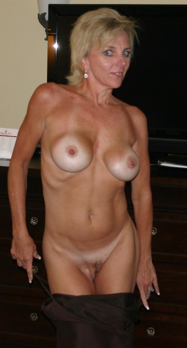 Deshaw recommends Female dildo sex pictures