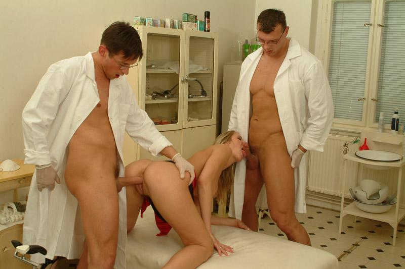 дома врач у пациента осматривает в кабинете член смотреть онлайн ловит вареную