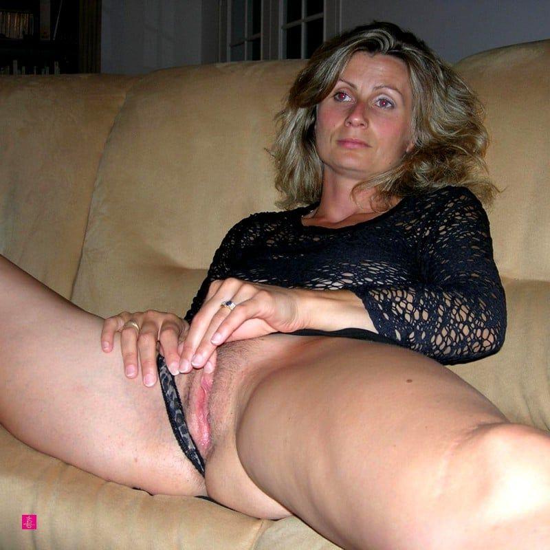 Brunette milf wife nude photos