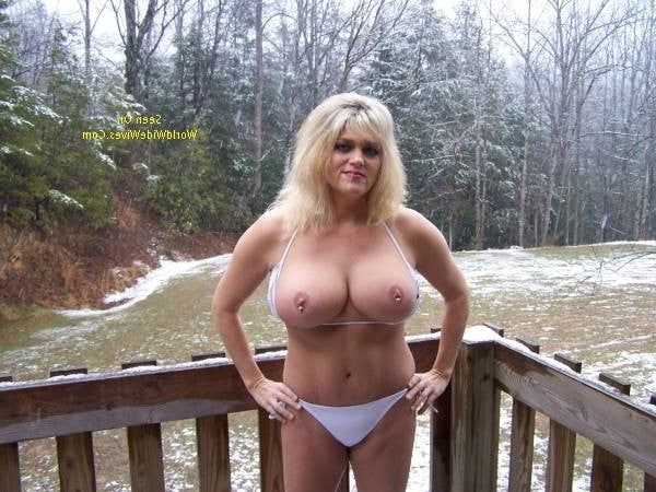 Mature moms nude in snow