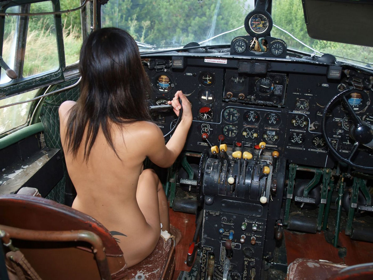 Nude women and airplanes — 15