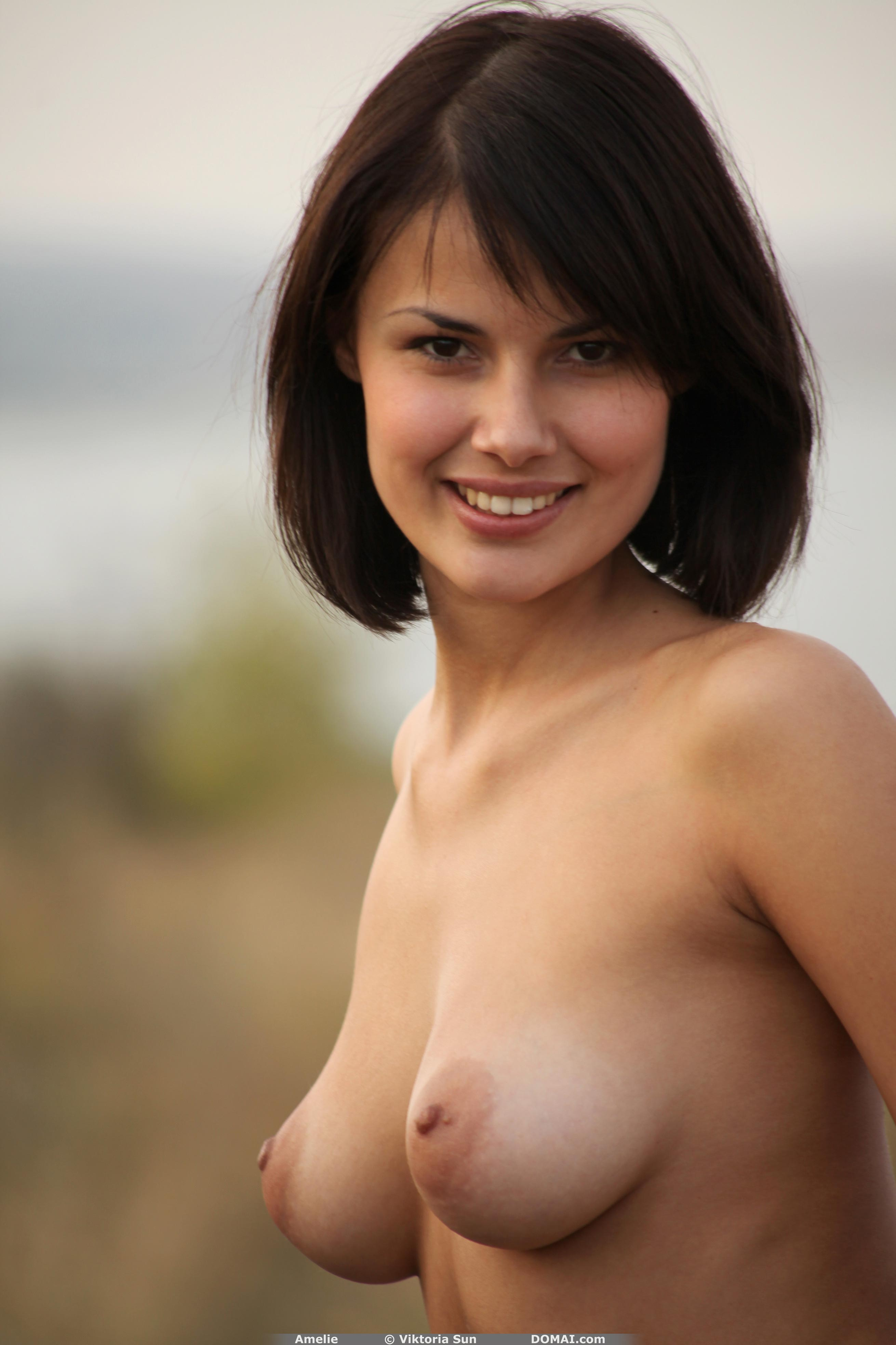 cute-smile-nude-women-penetration-with